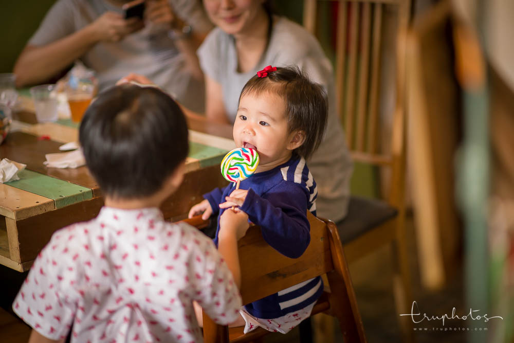 Candid and humorous moments of children and babies | Singapore children birthday party photography | www.truphotos.com