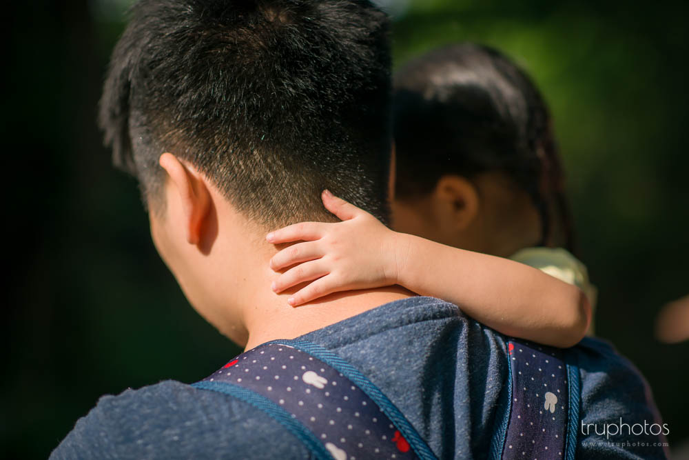 Close up of Yu Xuan's arm hugging daddy's neck