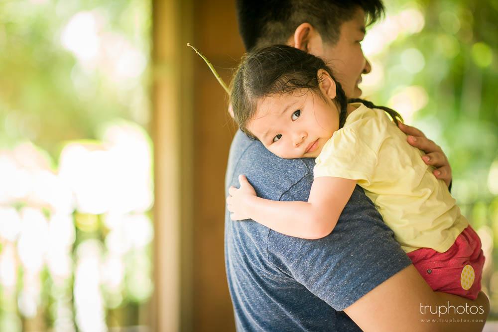 Yu Xuan hugging daddy