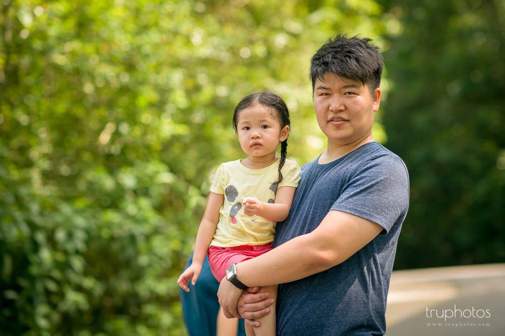 Portrait of Yu Xuan and daddy against nature background