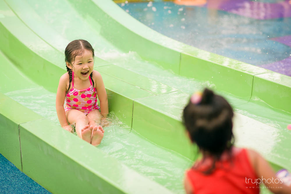 Yu Xuan laughing and having fun on the water slide