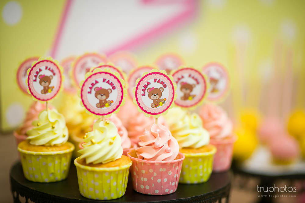 Cute cupcakes in pastel colours to match the overall theme