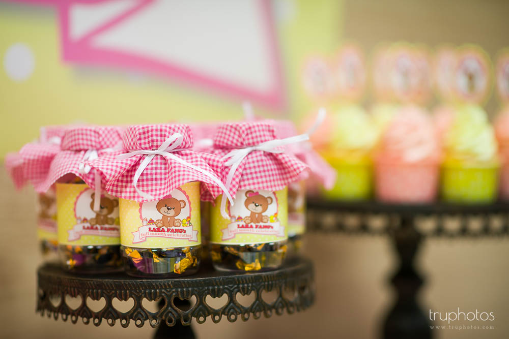 Little candy jars with custom labels