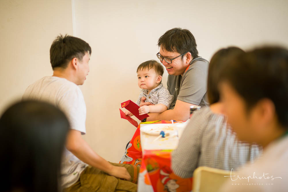 Elias receiving red packets on his birthday