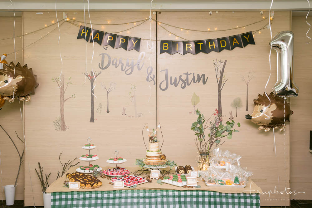 Jungle theme dessert table and cake